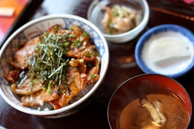 Pieniä ruokia Shinakitazawassa