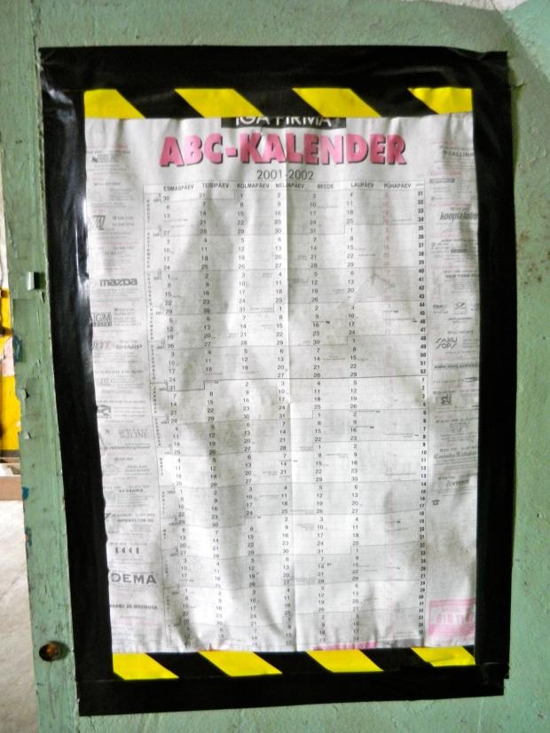 Vuosien 2001-2002 seinäkalenteri